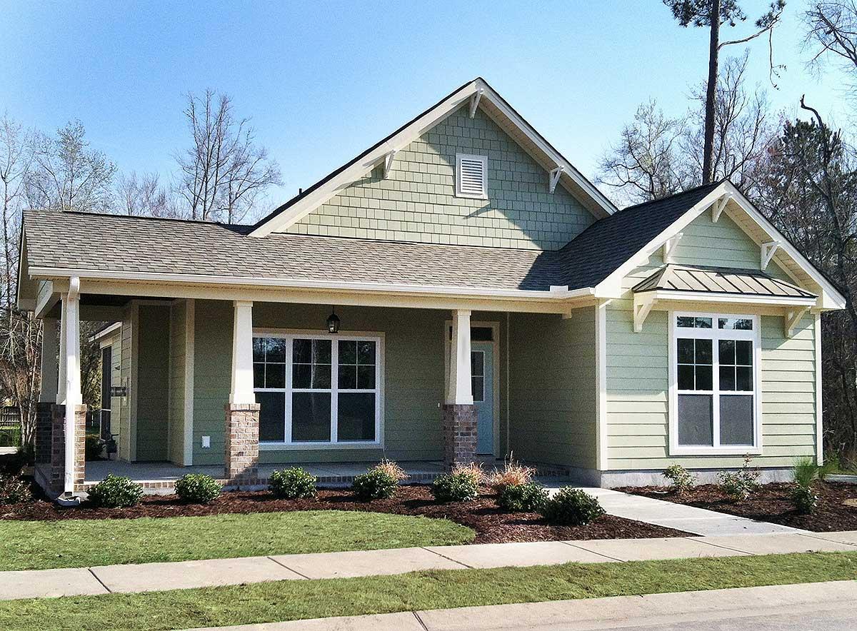 3 Bedroom Cottage with Bonus and Alley Garage - 15068NC ...