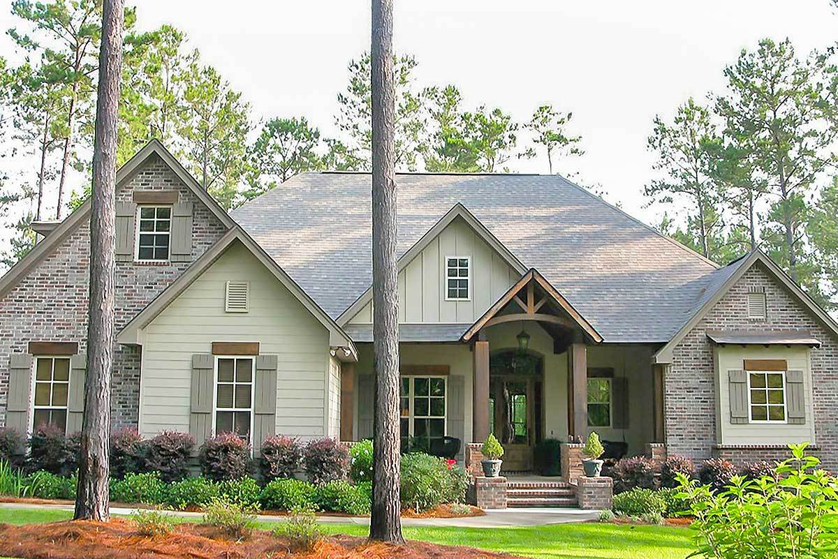 Craftsman House Plan With Rustic Exterior And Bonus Above The Garage