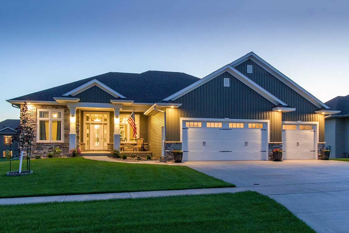 Craftsman Home Plan with Open Concept Floor Plan ...